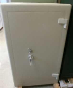 gebrauchte tresore in einwandfreiem zustand mit zertifikat. Black Bedroom Furniture Sets. Home Design Ideas